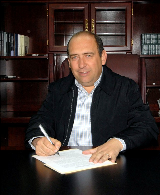 Firma el gobernador solicitud de recursos del FONDEN