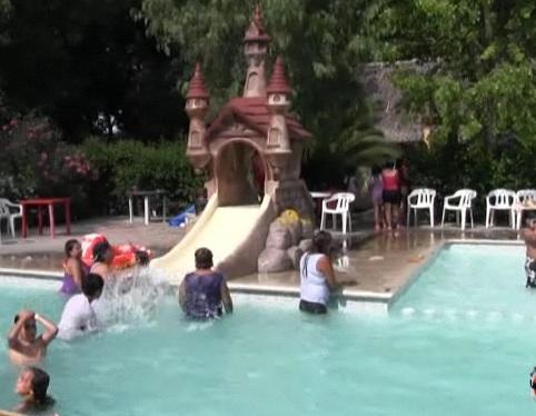 Muere ahogado, niño de 3 años tras nadar después de comer
