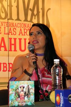Invita Lila Downs a mantener la esperanza con Enrique Peña Nieto