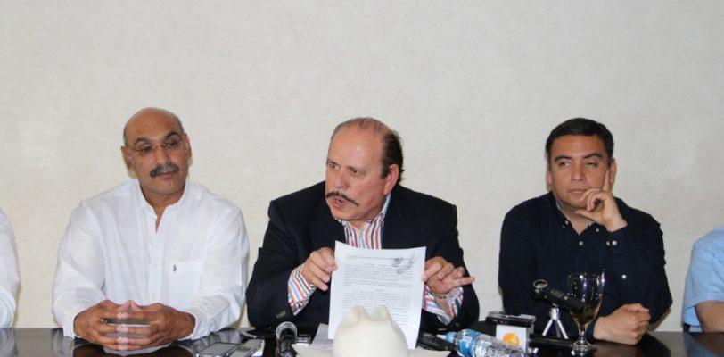 Armando Guadiana Tijerina denuncia a Humberto Moreira ante la PGR