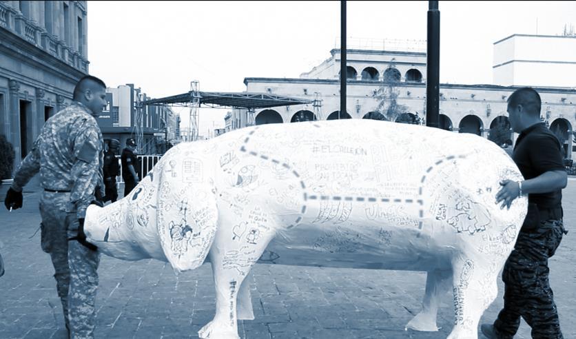 """Detienen al """"Cerdo"""" una escultura de papel para rescate de espacios públicos"""