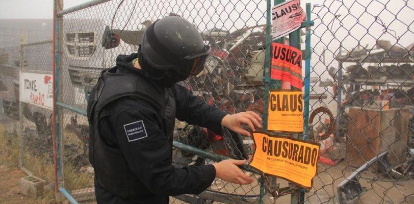 Pese a protestas de propietarios yonques permanecerán clausurados