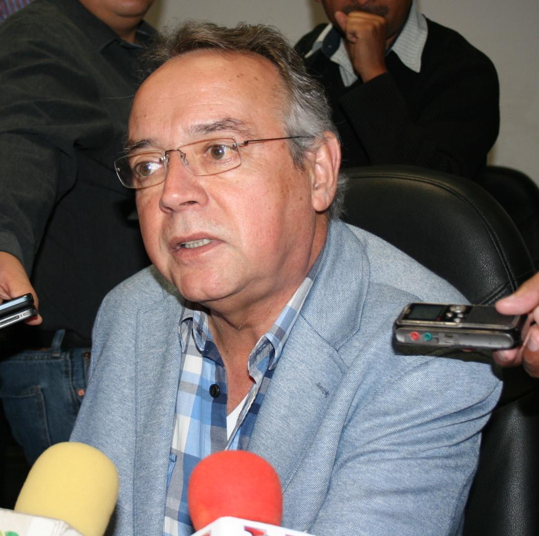 Presenta Ernesto Saro proyecto para obra pública
