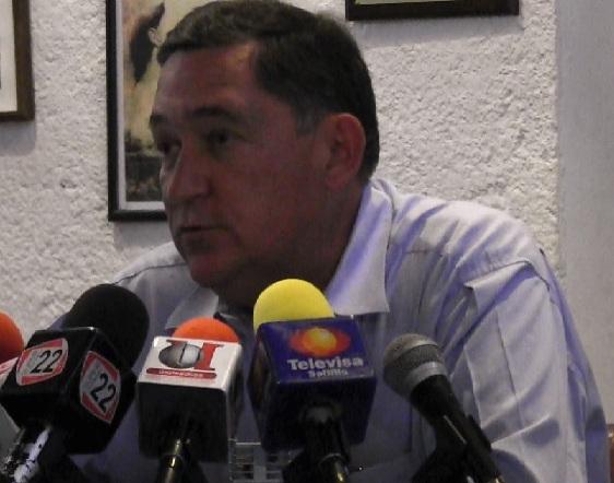 Denuncia aspirante a la alcaldía de Saltillo irregularidades en programas sociales