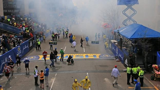 Dos explosiones en la línea de meta del Maratón de Boston causan heridos