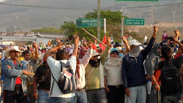 NACIONAL/ Los profesores toman de nuevo la Autopista del Sol