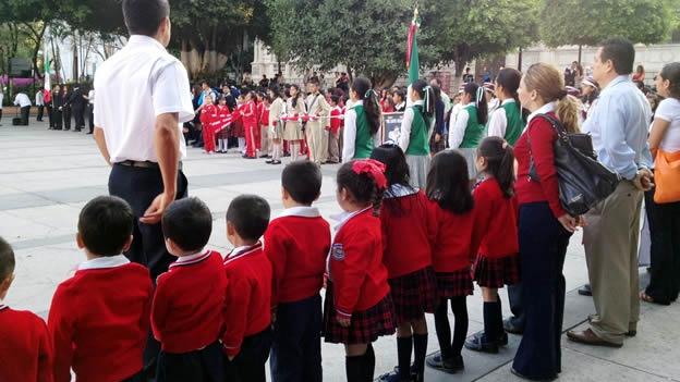 NACIONAL/ El regreso a clases se da bajo amenaza de paros magisteriales