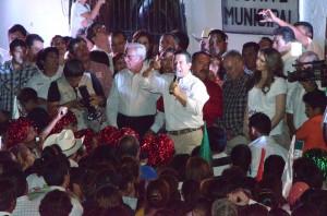 Se compromete Ricardo Aguirre a cancelar contrato de agua