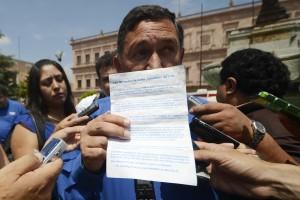 Circulan panfletos con logo del PAN que ofenden a Isidro López y a sus hijos