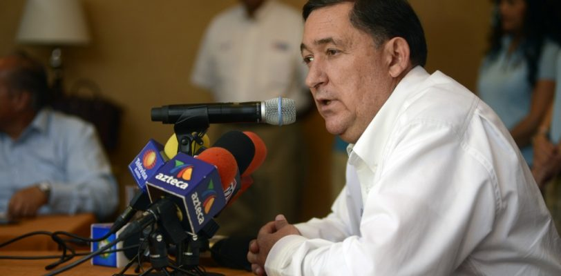 """No forzarán a nadie a firmar su renuncia"", advierte alcalde"