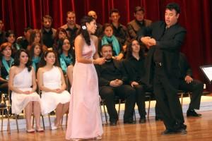 Alumna y Arturo Rodriguez en examen final de la ESM