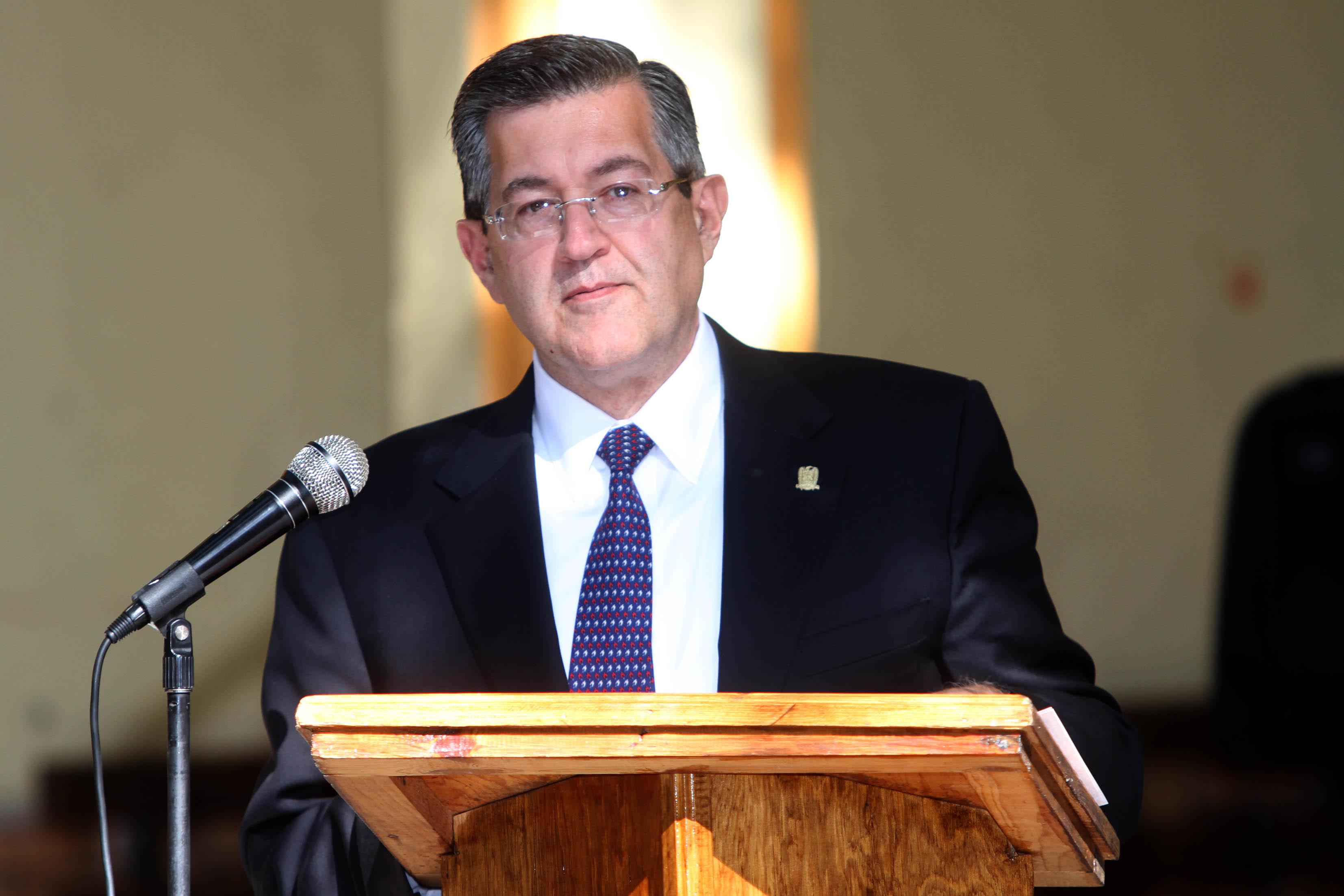 Ganaba Mario Ochoa 15 % más de salario que el actual rector