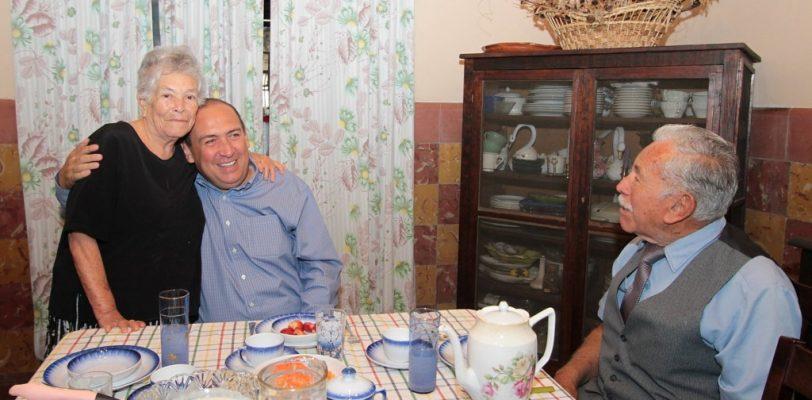 Convive Gobernador Rubén Moreira con familia Burciaga