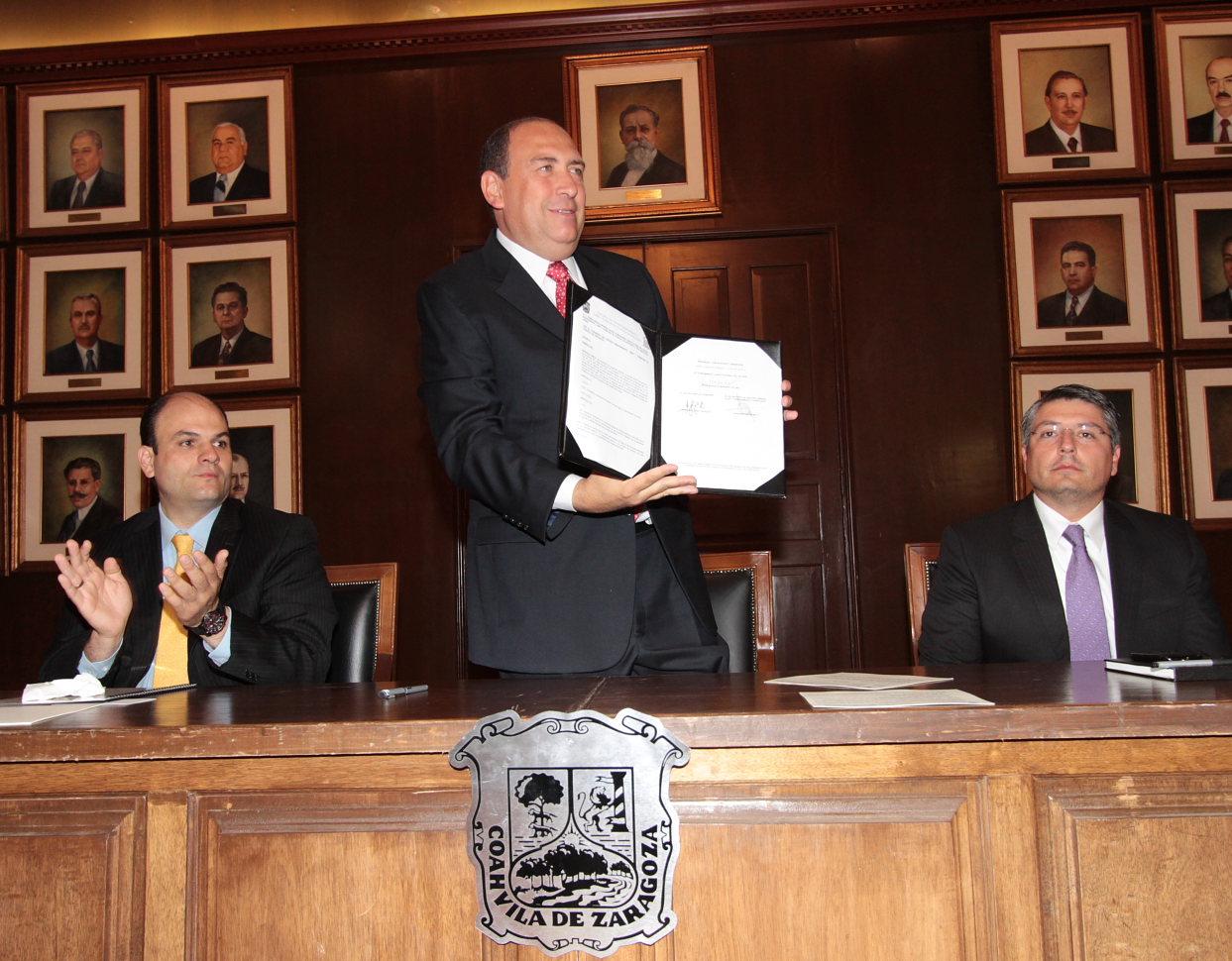 Promulga Rubén Moreira decreto de reforma de ley de asentamientos humanos y desarrollo urbano