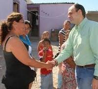 Alcalde de Saltillo durante evento en colonia las Margaritas