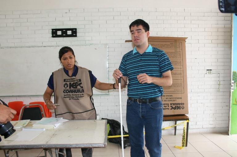 Excluyen elecciones de Coahuila a personas con discapacidad visual