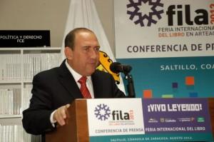Presenta Rubén Moreira feria internacional del libro en Arteaga 2013