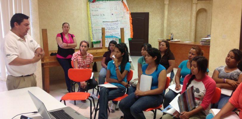Presenta IEEA su módelo educativo a instructores del CONAFE
