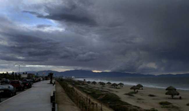 El huracán Gil se debilita y se aleja aún más de México, sin provocar efectos en el País