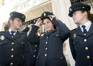 Son las mujeres las que menos desertan de la policía