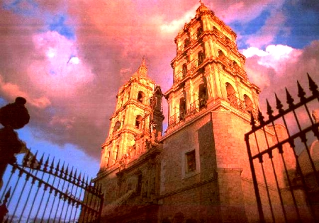 Invitan a coahuilenses a visitar Durango