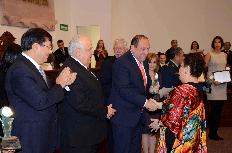 Entrega Rubén Moreira preseas al Mérito de la Mujer Coahuila 2013