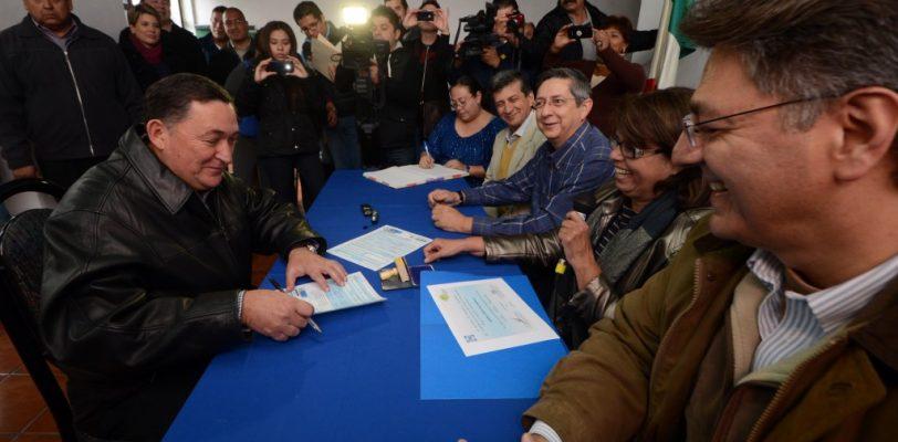 Isidro se registra como militante panista, después de ganar la alcaldía