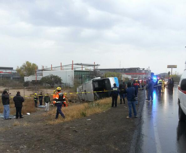 Trágica navidad: Vuelca autobús, saldo 7 muertos y 19 heridos