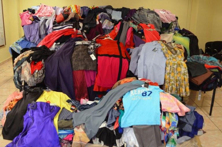 Aseguran 3 mil prendas de ropa robada por farderas