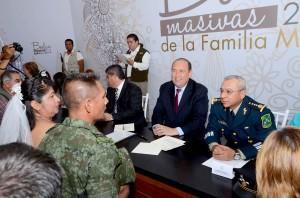 ATESTIGUA GOBERNADOR BODAS MASIVAS DE LA FAMILIA MILITAR