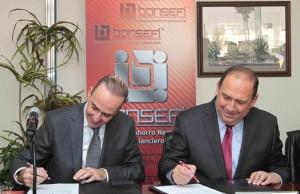 Firma convenio el gobernador Rubén Moreira Valdez; el Director del Banco del Ahorro Nacional y de Servicios Financieros (Bansefi)