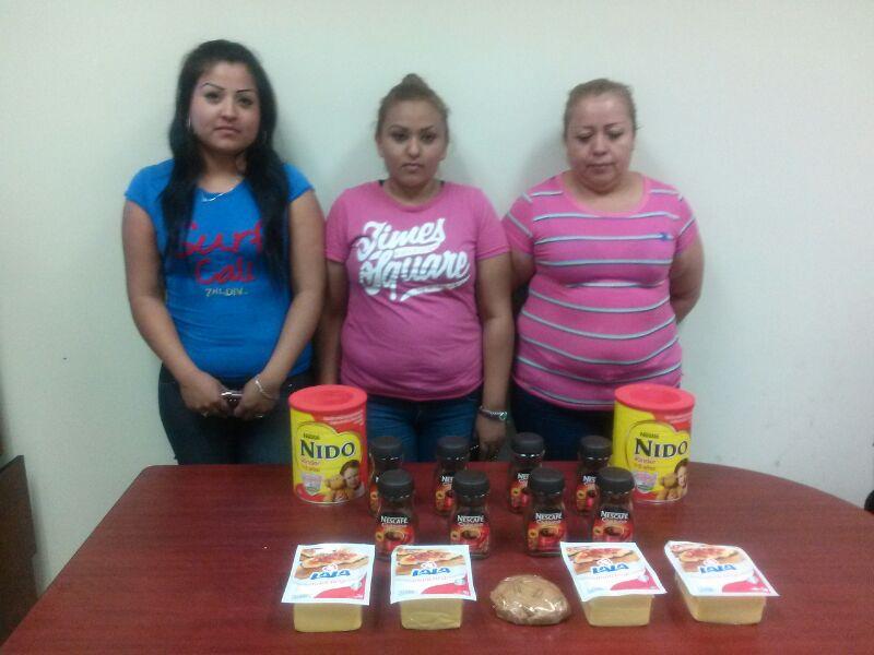 Por robo a negocio detienen a tres mujeres