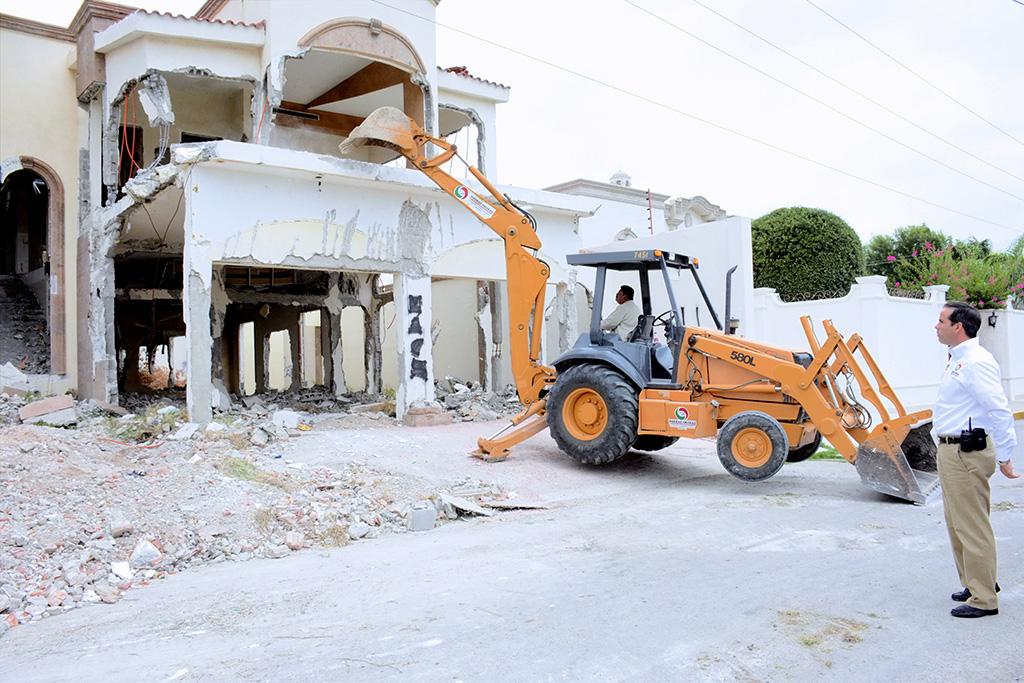 Por seguridad inician demolición de 26 viviendasen Piedras Negras