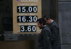 Peso, en el nivel más bajo de la historia; dólar se vende en $15.91
