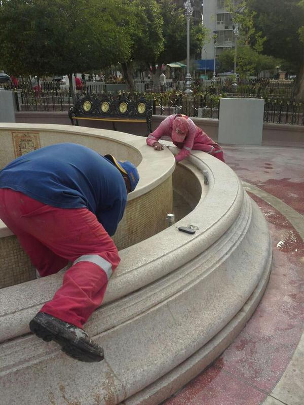 Aplicación de pintura en Plaza de Armas Torreón