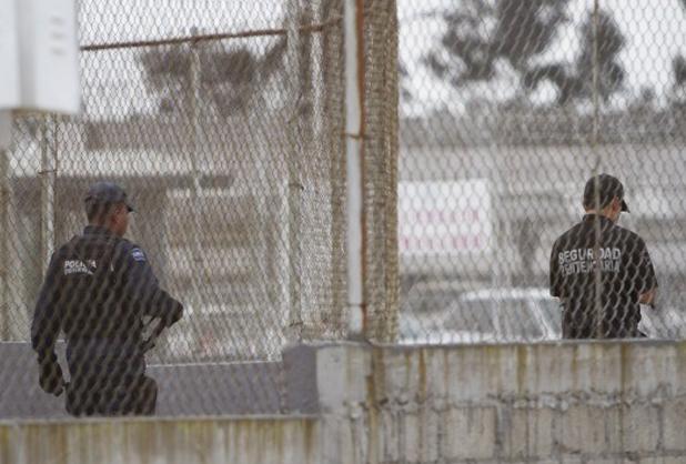 Dictan formal prisión contra tres funcionarios por fuga del 'Chapo'