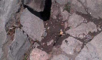 Calle dañada con pozo Colonia 15 de septiembre