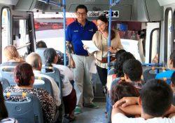 Arranca el programa La Poesía Viaja en Combi