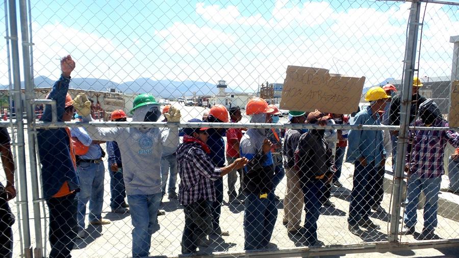 En paro laboral mil 300 trabajadores de Cefereso