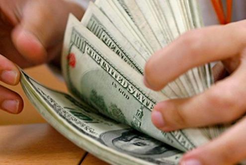 Dólar abre a $17.38 a la venta en el aeropuerto capitalino