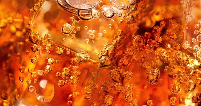 Más que un shot de azúcar: ¿Qué hace la Coca Cola con tu cuerpo?