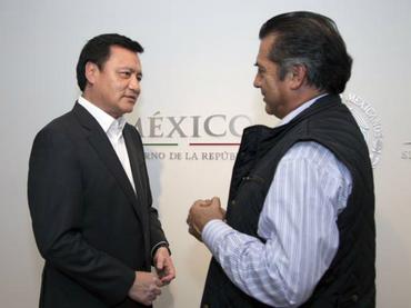 Osorio Chong sostiene reunión con 'El Bronco'