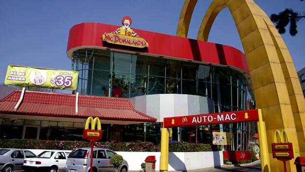 Clausuran un McDonalds en México por presunta rata en hamburguesa; la empresa lo niega