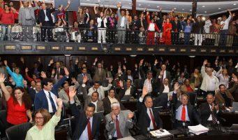 """Legisladores """"chavistas"""" crean Parlamento para restar poder a nueva Asamble"""