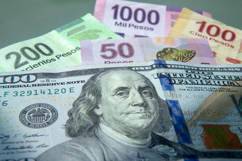 Dólar no baja de los 17 pesos en diciembre, tendencia continuará el próximo año