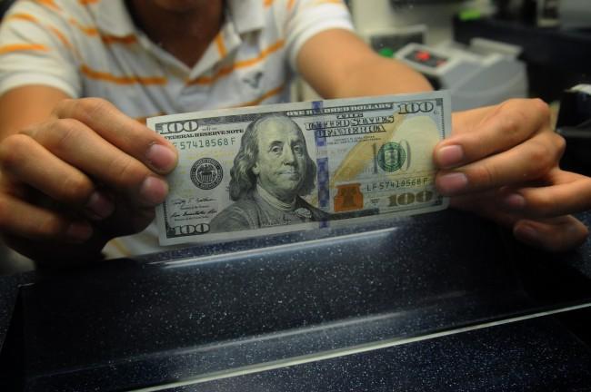 Llega dólar a un nuevo récord histórico: se cotiza hasta en 17.70 pesos