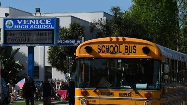 Cierran distrito escolar en Los Ángeles por amenaza de bomba
