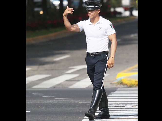 Policía de Guadalajara causa furor en redes sociales por su atractivo físico