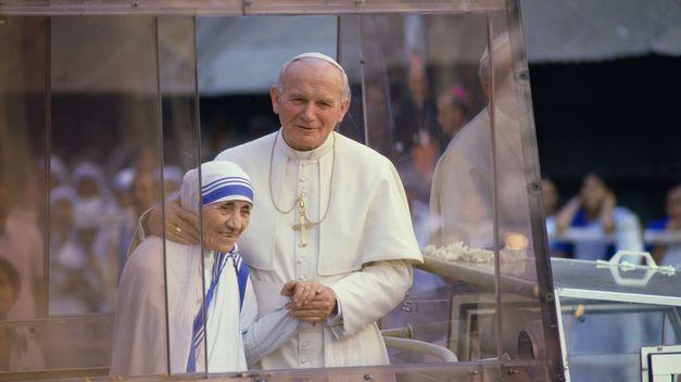 Aprueba Papa canonización de la Madre Teresa de Calcuta