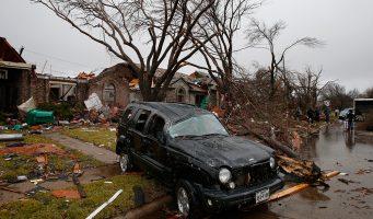 Suman 43 muertos por tornados e inundaciones en Estados Unidos